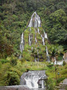 Wasserfall bei den Therman Sata Rosa de Cabal