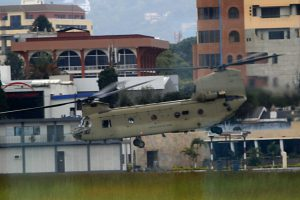 Fliegende Banane (Boing-Vertol CH-47 Chinook) auf dem Flughafengelände.img_0285-b