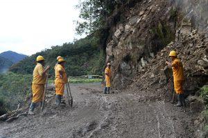 schnelle Aufräumarbeiten nach einem Erdrutsch