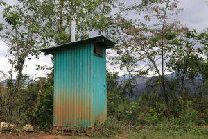 typisches Toilettenhäuschen, nördliche Anden Peru
