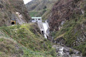 Yunga-Höhenzone zwischen Huachón und Oxapampa, Rio Paucartambo, Peru